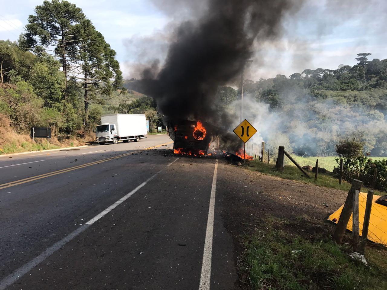 Carro-forte é incendiado após assalto no Meio-Oeste de Santa Catarina