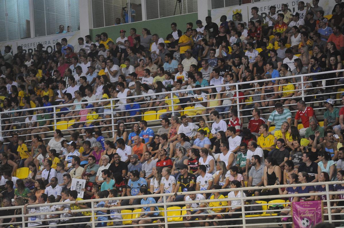 Brasil atropela Uruguai na estreia do Grand Prix de Futsal