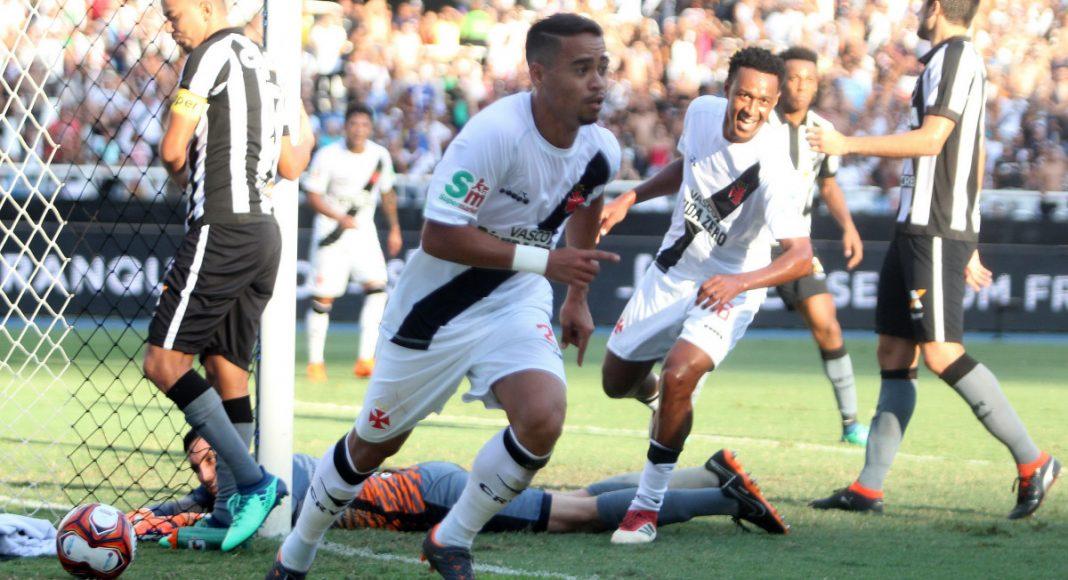 Resultado de imagem para Vasco vence Botafogo com gol no último minuto e abre vantagem na final