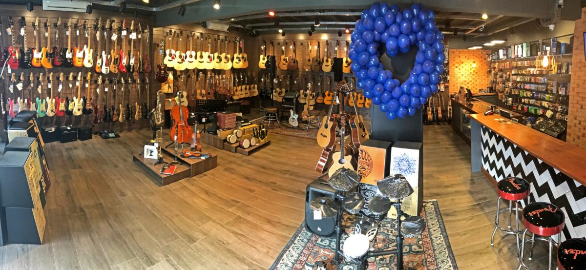 tradicional loja de brusque renova seu espaço de instrumentos