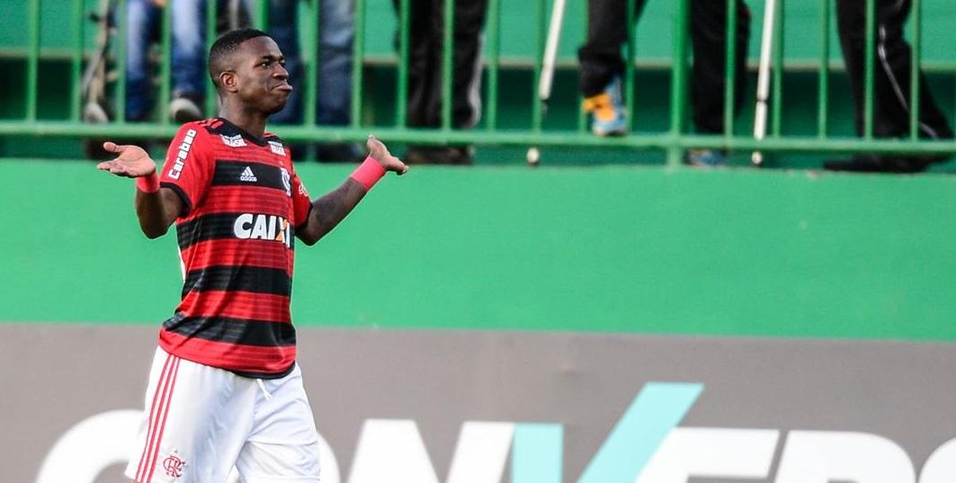 Flamengo segue na liderança após derrota para a Chapecoense