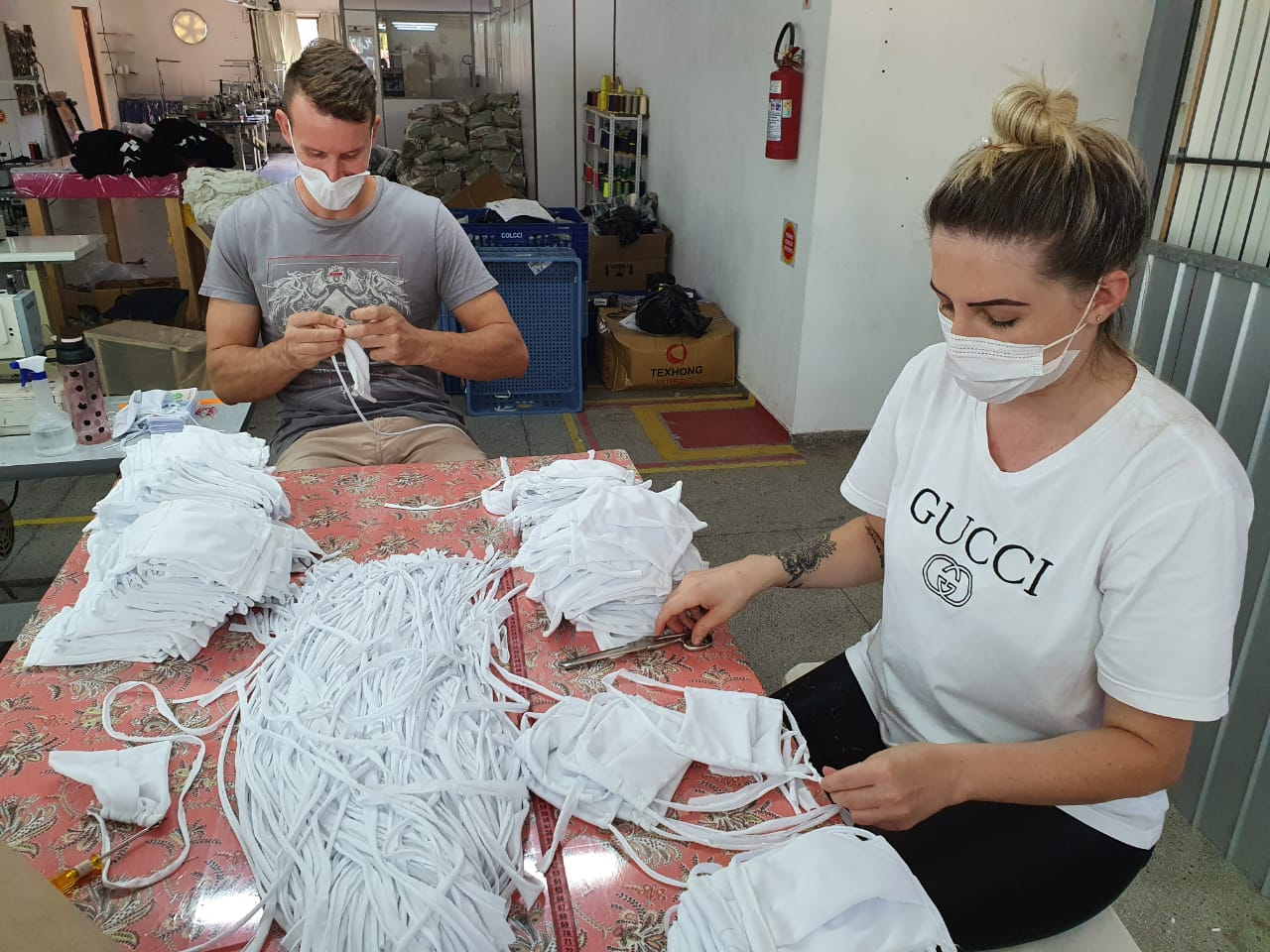 Empresa produz e distribui máscaras de tecido para população de ...