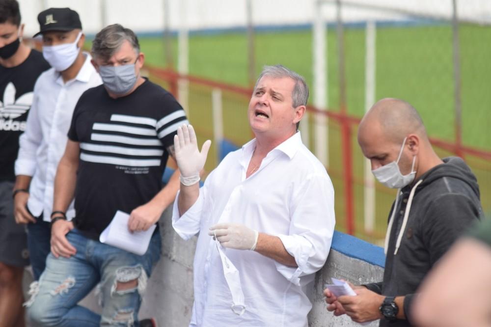 Hospital atualiza estado de saúde do médico do Brusque, internado na UTI com Covid-19 – O Munícipio