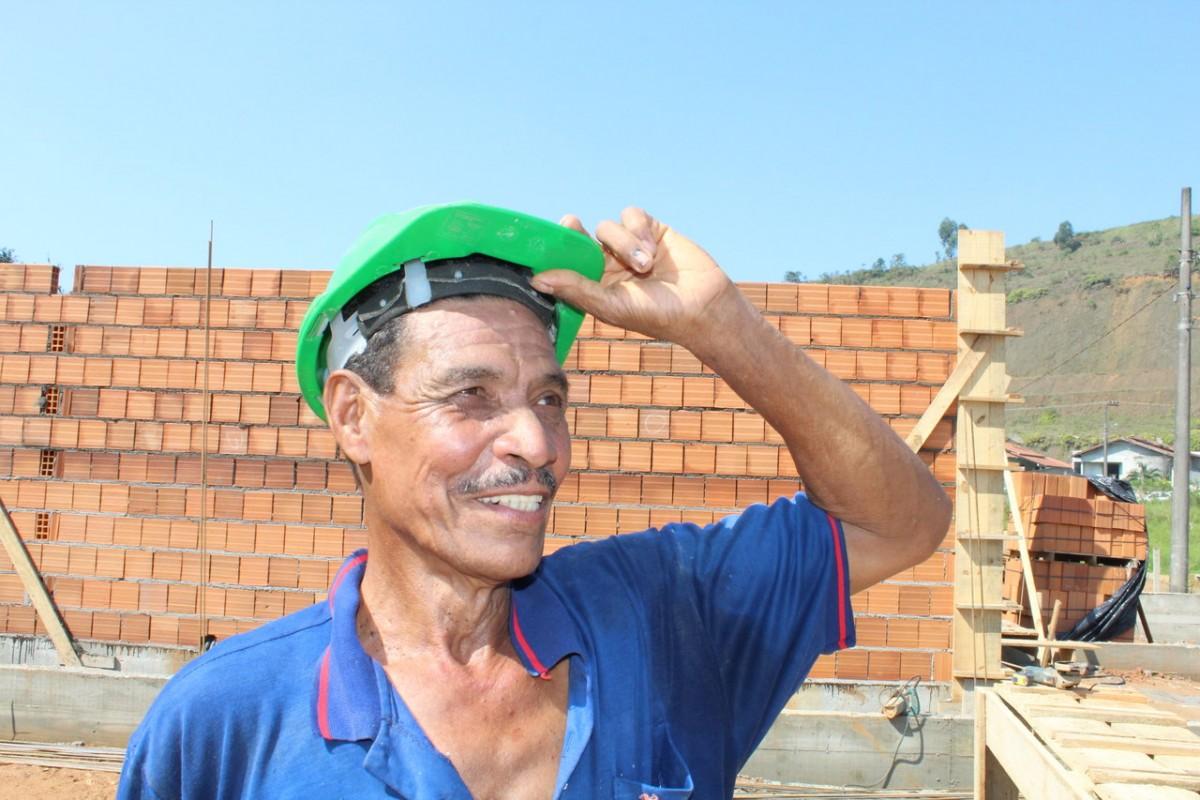 Conheça Raul Coelho, pedreiro de Brusque que atua há mais de 50 anos no  setor