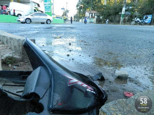 O choque resultou na amputação de parte da perna do rapaz que conduzia a motocicleta