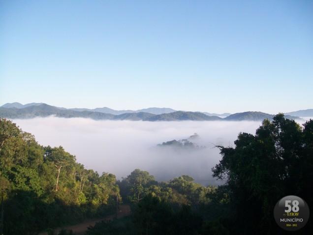 No inverno, Brusque e região fica coberta por uma neblina que se dispersa com os raios solares da manhã