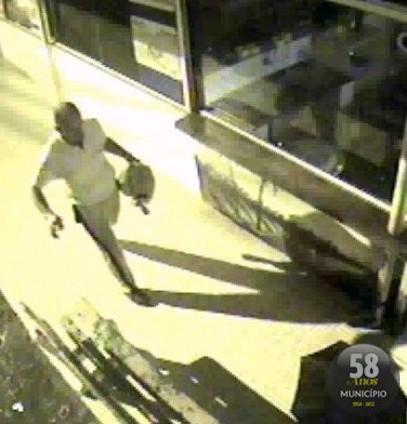magem do suspeito de agredir vigia e assaltar o Terminal Urbano