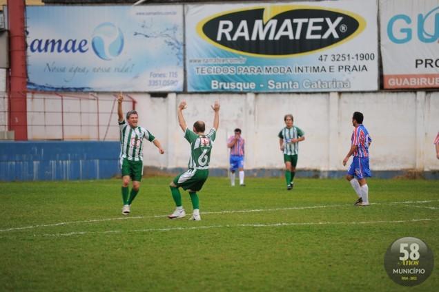 A comemoração pelo gol da vitória: quem marcou foi Renato, camisa 18