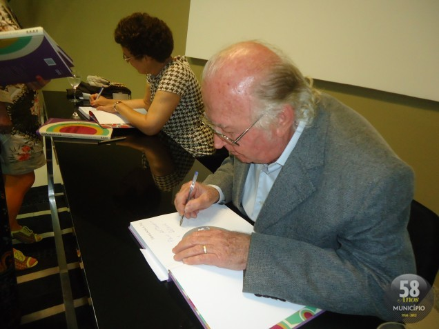 A biografia do músico brusquense foi lançada em solenidade e noite de autógrafos