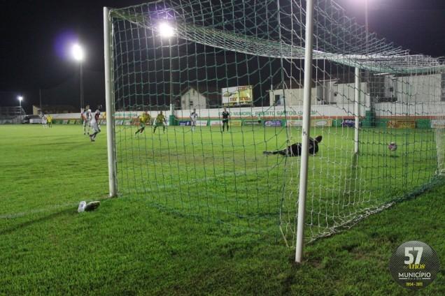 Brusque foi derrotado pelo Camboriú com dois gols de pênalti