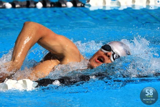 Nadador brusquense compete na classe S11 (100cego)