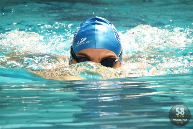 Equipe foi formada há 12 anos por pais de alunos interessados em ter os filhos na natação