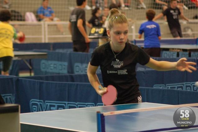 Cíntia Molinari faz parte da seleção catarinense Infantil de tênis de mesa