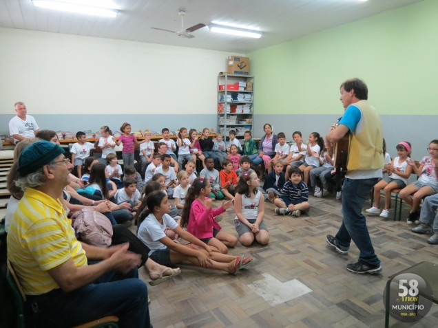 Contação de histórias: uma das oficinas mais repletas de crianças e de sorrisos