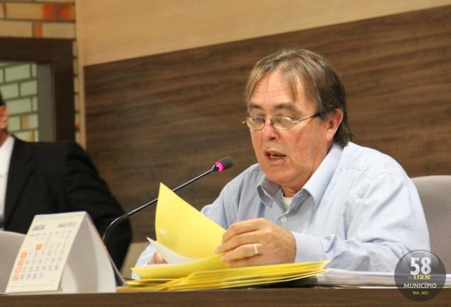 Sem discussões, o presidente Celso Carlos Emydio da Silva (PSD) colocou rapidamente as contas em votação
