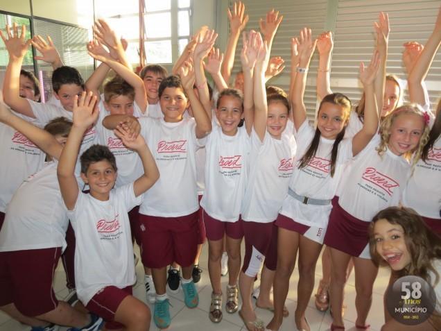 Em 2012, 37 escolas da redes de ensino municipal, estadual e particular participaram do programa, que formou 1.690 alunos