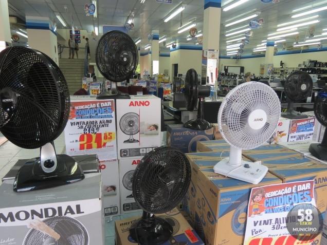 Calor intensifica as vendas de ventiladores. Segundo comerciantes de Brusque, já faltam condicionadores de ar no comércio