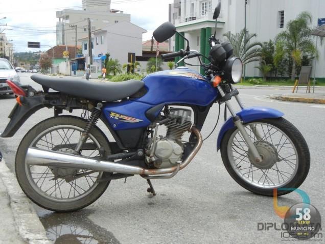 A moto possui registro de furto em 18 de dezembro de 2012, no bairro Poço Fundo, em Brusque.