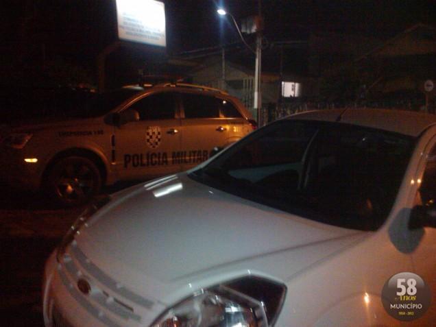 A Polícia Militar localizou o veículo abandonado na rua Vicente Schaefer, nas proximidades do Centro.
