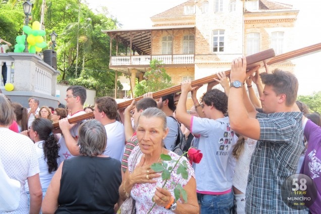 O ponto de partida da peregrinação dos símbolos JMJ pelas ruas de Brusque foi o Santuário de Nossa Senhora de Azambuja
