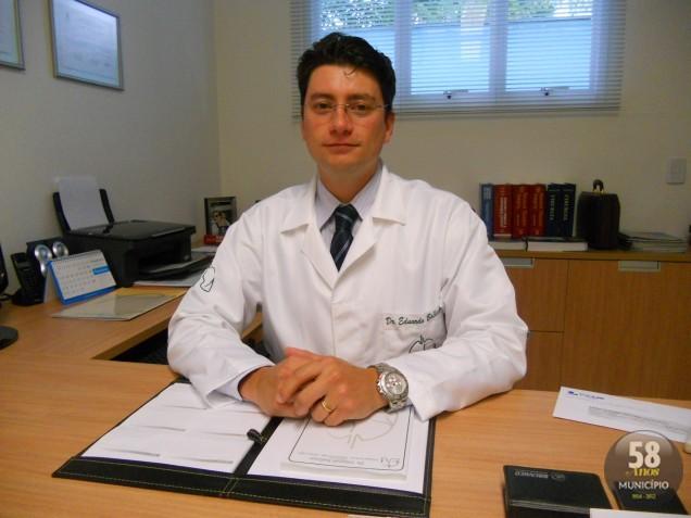 O cirurgião torácico dr. Eduardo Ballester foi responsável pela cirurgia de Refluxo Esofágico por vídeo, feita através do tórax