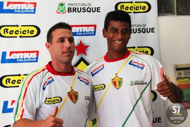 Juari e Léo Breno foram apresentados nesta quarta-feira