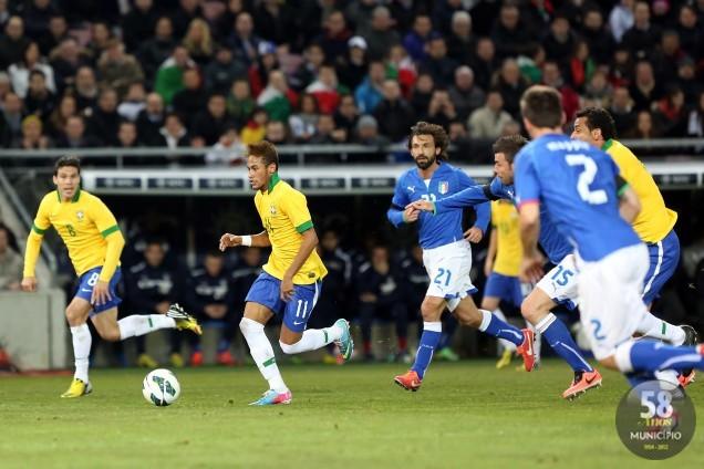 Brasil terminou o primeiro tempo da partida com a vantagem de dois gols