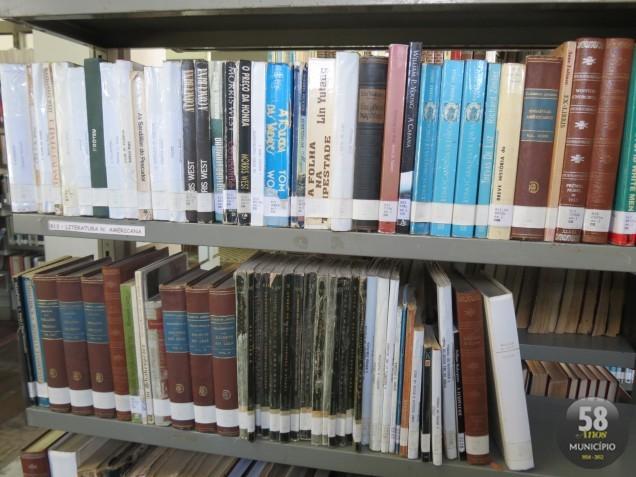 Biblioteca conta com grandes clássicos da literatura como Dom Quixote