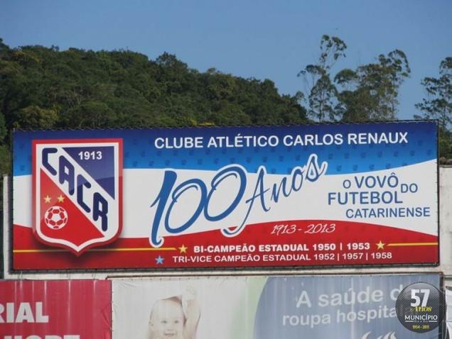 Banner no Estádio Augusto Bauer sobre o centenário