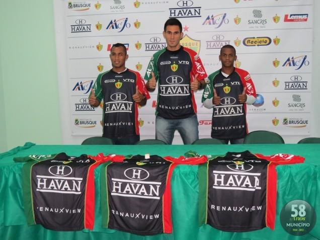 Flavinho, Rodolpho e Cidinho se apresentam na manhã desta quinta-feira, 9 de maio, ao técnico Rogério Perrô