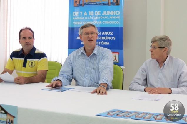 Vice-prefeito Valmir Zirke, prefeito Matias Kohler e Osni Schlindwein anunciaram programação da 1ª Festa da Integração, que acontece de 7 a 10 de junho