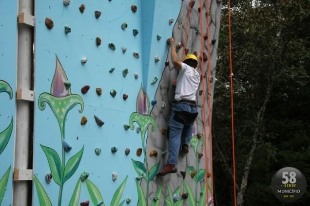 Equipe que coordena o paredão de escalada será responsável pelo rapel