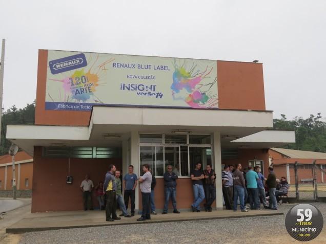No dia 22 de maio, trabalhadores do setor de tecelagem da Renaux paralisaram as atividades devido ao atraso no pagamento
