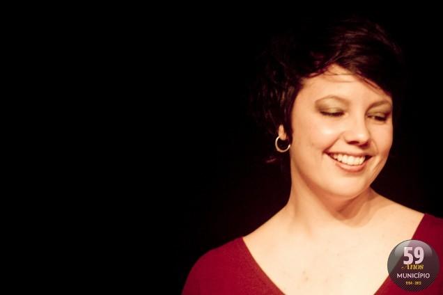 A cantora é atração no lançamento do programa social da Prefeitura de Brusque