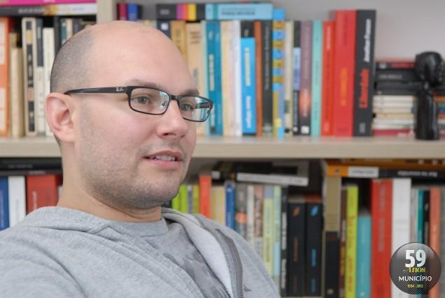O autor Carlos Henrique Schroeder será o ministrante do curso
