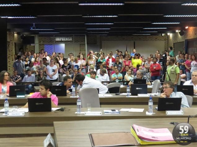 Grupo protestou na sessão de terça-feira, 15 de outubro. Ao sair, alguns deles ameaçavam pedir demissão, caso a obrigatoriedade do registro do ponto seja mantida