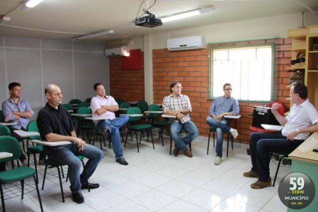 Grupo foi recebido pelo engenheiro da Cimvi, Valter Conrado de Araújo