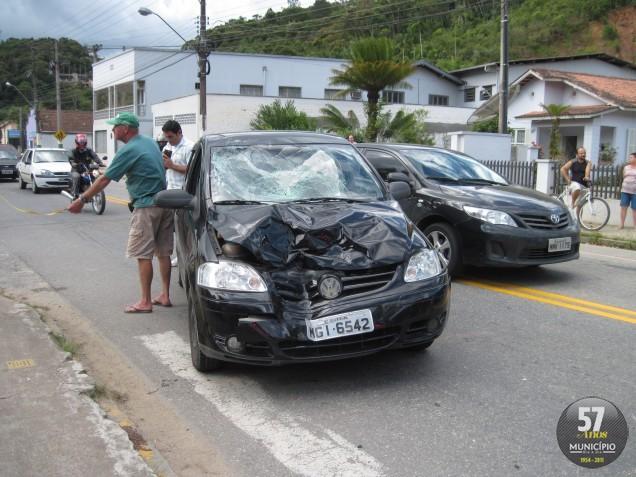 Acidente na avenida Primeiro de Maio deixa casal ferido