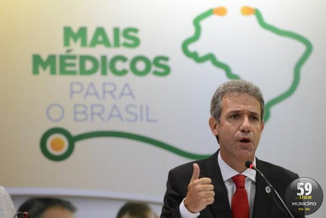 O ministro da Saúde, Arthur Chioro, anuncia reajuste salarial para os cubanos que fazem parte do Mais Médicos