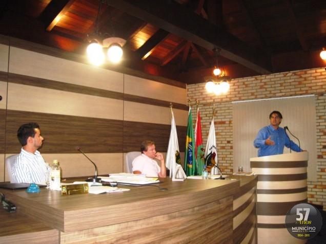 Vereador Simas disse que população está descontente com a atuação dos vereadores nas últimas reuniões