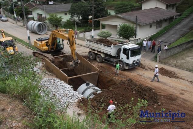 A rua Azambuja estará liberada para o fluxo de veículos a partir de quinta-feira, 17 a noite