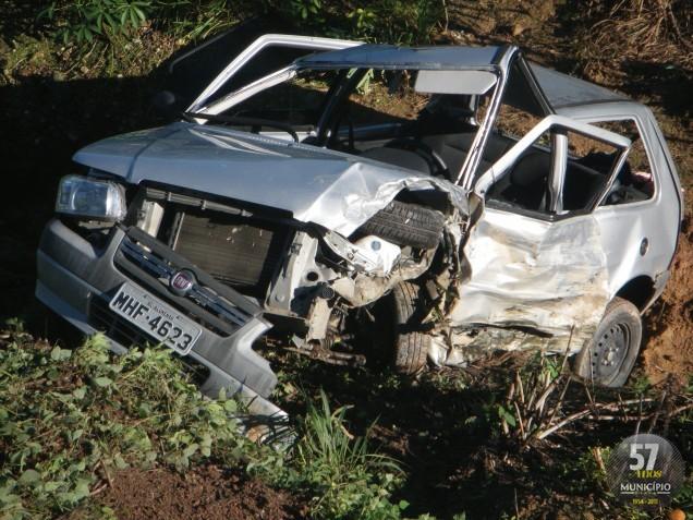 Choque em Botuverá deixa veículos destruídos mas ocupantes tem apenas ferimentos leves