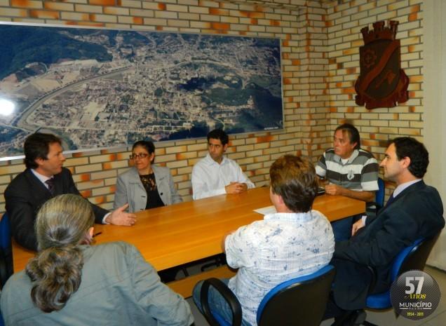 O encontro reuniu membros de associações de moradoras, da Ordem dos Advogados do Brasil, da Associação Empresarial e vereadores